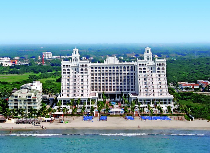 Group Vacations to RIU Palace Pacifico